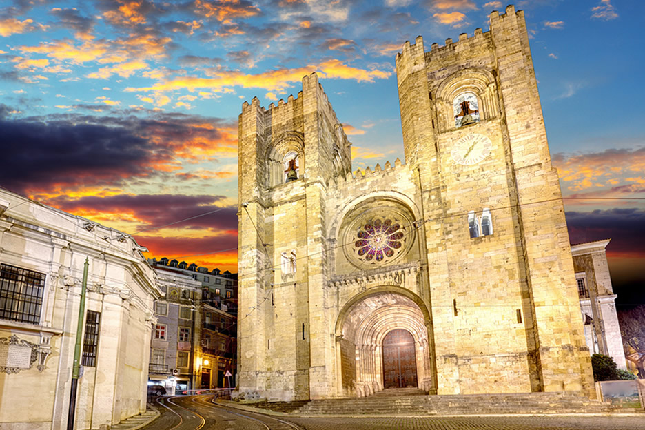 Visit the Cathedral of Lisbon