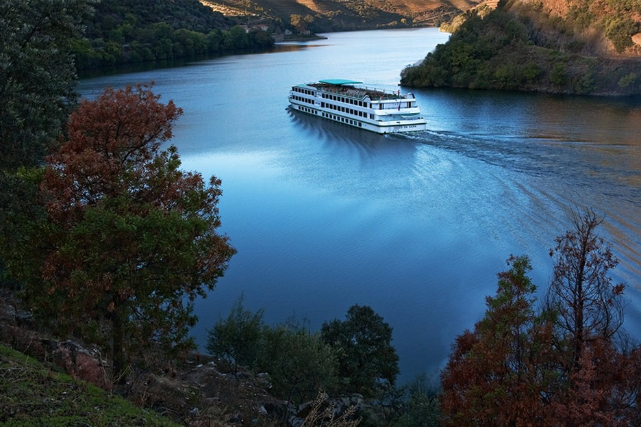 Cruise through the Douro
