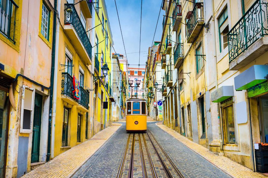 Visit the center of Lisbon